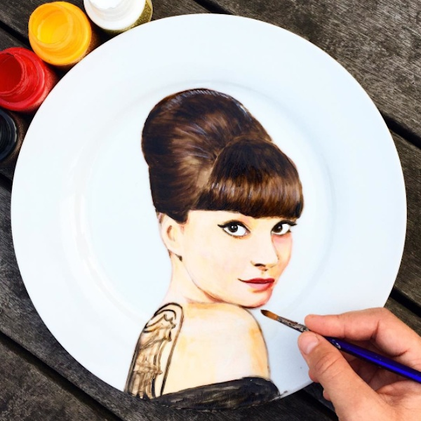 Adorable_Portraits_of_Famous_Movie_Characters_Painted_on_Plates_by_Jacqueline_Poirier_2015_09